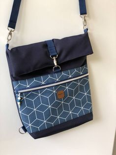 Patchwork, Denim, and Slow 398709373260356753 Diy Bags Purses, Purses And Handbags, Diy Bag Painting, Foldover Bag, Patchwork Bags, Purse Patterns, Leather Handle, Bag Making, Shoulder Bag