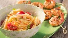 Scampi auf fruchtigem Chili-Mango-Spaghettisalat