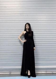 Luna Fashion, Blackpink Fashion, Ulzzang Fashion, Fashion Outfits, Kpop Outfits, Edgy Outfits, Korean Outfits, Korean Fashion Trends, Korean Street Fashion