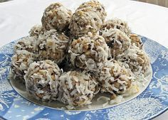 Raw Coconut Date Balls/Rolls Holiday Baking, Christmas Desserts, Christmas Baking, Christmas Cookies, Christmas Candy, Christmas 2019, Coconut Candy, Raw Coconut, Date Nut Balls Recipe