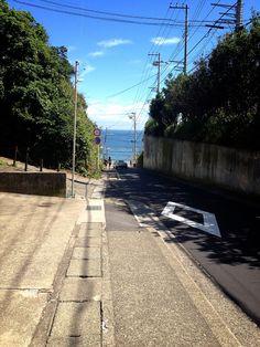 @鎌倉高校前 Japanese Landscape, Japanese Architecture, Japan Street, Kamakura, Summer Memories, Visit Japan, Japanese Streets, Street Photo, Photo Backgrounds
