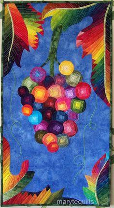 Il sagit dune couette en art, Tenture murale que jai faite pour un concours international Colori DiVini (couleurs Divine) à Vérone, en Italie. Il