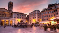 Menikmati Suasana Malam di Trastevere, Roma