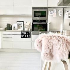 """Good morning weekend! 🙌🏻 There will be no cooking in here cause it's the official """"takeaway sushi day"""" 🍣 👏🏻 Read: the husband is working late so the kitchen is closed! 🙈🙊 Wish you all a lovely Friday! ✨♡ ✧✧✧✧✧✧✧✧✧✧✧✧✧✧✧✧✧✧✧✧✧✧✧✧✧✧✧✧✧ Godmorgon fredag! 🤗 Det är officiella """"takeawaysushidagen"""" här hemma 🍣 🙌🏻 (dvs. maken jobbar kväll och köket är därför stängt) 🙈🙊 Önskar er en härlig start på helgen! ✨♡ ✧✧✧✧✧✧✧✧✧✧✧✧✧✧✧✧✧✧✧✧✧✧✧✧✧✧✧✧✧ #nordichome #mynordichome #scandinavianhome…"""