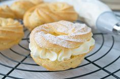Brandteigringe Sweet Desserts, Sweet Recipes, Dessert Recipes, Holiday Appetizers, Holiday Recipes, Gula, Dream Cake, Eclairs, Cakes And More