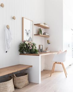 If you're a fan of Joanna Gaines, you might like today's home tour. It's a charming home with a minimalist approach to Fixer Upper style! Decor, Fixer Upper Style Living Room, Home Office Decor, Farm House Living Room, Interior, Living Room Decor, Fixer Upper Living Room, Home Decor, Home Deco