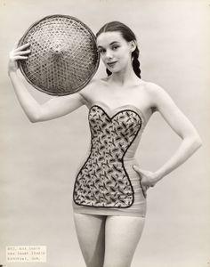 lauramcphee: June Sauer as bathing suit model, (Max Sauer Studio) Vintage Bathing Suits, Vintage Swimsuits, Vintage Fashion 1950s, Vintage Ads, Vintage Photos, Evolution Of Fashion, 50 Style, Vintage Style Dresses, Dress Vintage