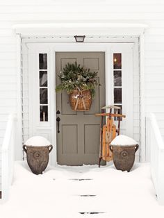 Front Door Paint Colors - Want a quick makeover? Paint your front door a different color. Here a pretty front door color ideas to improve your home's curb appeal and add more style! Front Door Design, Front Door Colors, Front Door Decor, Front Porch, Front Entry, Entry Doors, Brown Front Doors, Entrance, Christmas Front Doors