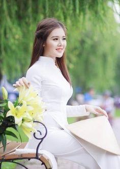 Ao Dai, Asian Beauty, Pretty Girls, Pink Ladies, White Dress, Beautiful Women, Lady, Honey, Dresses