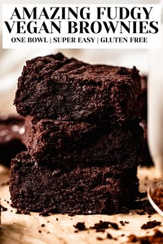 The ULTIMATE vegan brownies recipe. Super easy, and undetectably dairy free, refined sugar free, and eggless. Like a healthy Ghiradelli brownie but homemade and better! Vegan Pie, Vegan Cheesecake, Vegan Gluten Free Desserts, Vegan Recipes, Fudgy Vegan Brownies, Sugar Free, Dairy Free, Homemade, Easy