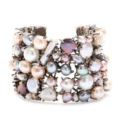 Alexander McQueen Pearl Bracelet With Skull Clasp ($1,796) ❤ liked on Polyvore