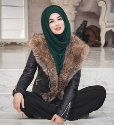 Most Beautiful and Sexy Babes!hot women Share the beauty and love. Men's Fashion, Muslim Fashion, Fashion Week, Modest Fashion, Fashion Outfits, Girl Hijab, Hijab Outfit, Hijab Dress, Beautiful Muslim Women