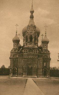 Cerkiew św. Michała Archanioła na placu Na Rozdrożu wzniesiona została w latach 90. XIX wieku. Zburzono ją w 1923 w czasie akcji rewindykacji cerkwi uznanych za symbole rosyjskiej władzy okresu zaborów.