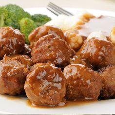 compare: Delicious served with mash potatoes and steamed broccoli. Swedish Meatballs Recipe from Grandmothers Kitchen. Meat Recipes, Dinner Recipes, Cooking Recipes, Quick Recipes, Chicken Recipes, Recipies, Beef Dishes, Food Dishes, Slow Cooker
