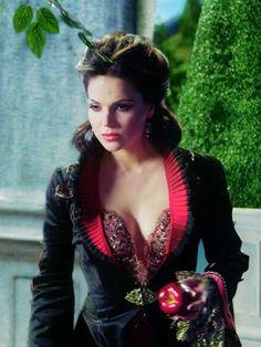 .Evil Queen.....3|02 Lost Girl...Lana Parrilla