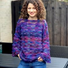 Grape Squish Sweater from T-shirt Au Crochet, Pull Crochet, Crochet Shirt, Knit Or Crochet, Loose Knit Sweaters, Warm Sweaters, Crochet Clothes, Diy Clothes, Sweater Knitting Patterns