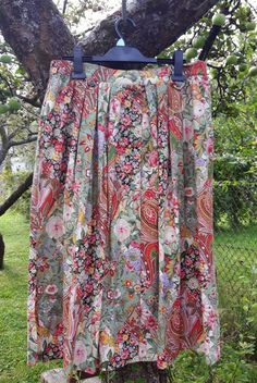 Vintage floral skirt mid length Country Line by DoiliesLaceCrafts Marilyn Monroe, Country Line, Vintage Floral, Mid Length, Etsy, Summer Dresses, Skirts, Fashion, Moda