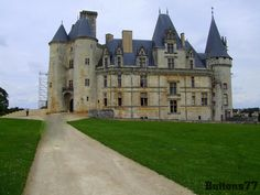 https://flic.kr/p/6VG2Ho | Chateau! | This is the Chateau in the lovely town of La Rochefoucauld in France.  It stands very close to the bridge I have uploaded in an earlier picture!
