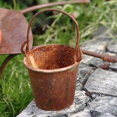 Garden Bucket, Rustic by Garden Tools, http://www.amazon.com/dp/B007NKKNP2/ref=cm_sw_r_pi_dp_5bhgrb0VY7D4P