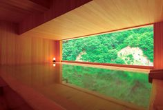 日本人が大好きな温泉。全国には色々な温泉があり、お湯の性質が違います。旅の雰囲気を味わうならやはり全国の有名温泉地ですね!露天風呂と絶景と美味しいものがあれば、疲れも吹っ飛びます。今回は全国の人気温泉&温泉宿を30ヶ所ピックアップしてみました。1.道後温泉(愛媛県)道後温泉は、夏目漱石の「坊っちゃん」の舞台とされています。3000年以上の歴史があり、シンボルは明治27年に建築された道後温泉本館。浴衣と下駄姿でそぞろ歩きする観光客が大勢います。旅館の足湯には立ち寄りできるところもあるので、回ってみるといいかも。ふなやふなやは1672年の創業。江戸時代の寛永年間から続く老舗旅館です。夏目漱石...
