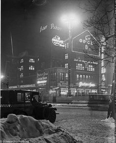 "Berlin Potsdamer Platz Pschorr-Haus bei Nacht 1928-Die ""Elida""-Leuchtreklame gehoert zum Telscow-Haus an der Potsdamerstrasse"