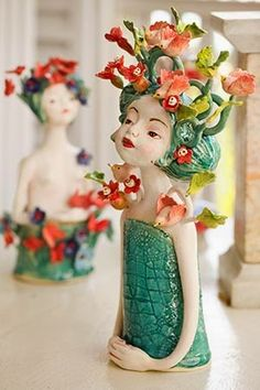 Gorgeous sculpture by Clairy Laurence Ceramic Clay, Porcelain Ceramics, Ceramic Pottery, Pottery Art, Painted Porcelain, Fine Porcelain, Pottery Sculpture, Sculpture Clay, Flower Vases