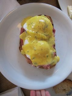 Eggs Benedict with prosicutto at Mangerie, Istanbul