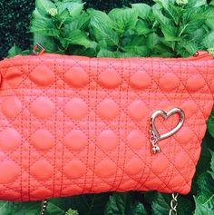 """54 mentions J'aime, 4 commentaires - 🎀Blogueira🎀 (@lena__gomes) sur Instagram: """"Adoro bolsas coloridas, dão um up ao look. #primavera #bolsas #mala#bags #fashiongirl #foto…"""""""