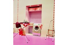 Prepara la nicchia: prima di tutto, fai predisporre gliattacchi dell'acqua per lavelloe lavatrice; poi, fissa a 180 cm da terrauna mensola da cm 120×30. Ora,armati di pennelli e tinta nel [...]