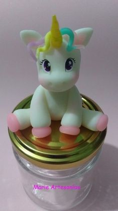 Melinterest Argentina. Frascos Golosineros Souvenirs Unicornio Jumping Clay, Clay Cup, Fondant Toppers, Miniature Crafts, Pasta Flexible, Air Dry Clay, Holidays And Events, Biscuits, Polymer Clay