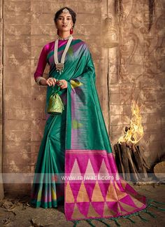 Raw Silk Green Saree... Green Silk, Green Cotton, Cotton Silk, Raw Silk Saree, Silk Sarees, Teal Green Color, Magenta, Sari Fabric, Fabric Art