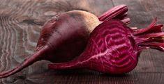 Stammpot rode bietjes? De verse geitenkaas maakt deze Hollandse stamppot extra smeuïg. De pittige merguez-worstjes kunt u vervangen door verse worst of saucijsjes.