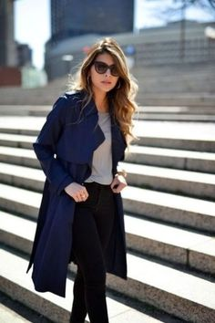 When it is not cold enough to wear thick trench coat outfit Khaki Trench Coat, Trench Coat Outfit, Coat Dress, Winter Coat Outfits, Fall Outfits For Work, Outfits Mujer, Mode Outfits, Navy Outfits, Sport Outfits