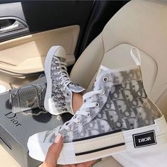 Discover recipes, home ideas, style inspiration and other ideas to try. Dior Sneakers, Cute Sneakers, Sneakers Fashion, Fashion Shoes, Skull Fashion, Emo Fashion, Fashion Quiz, Sneakers Mode, Club Fashion