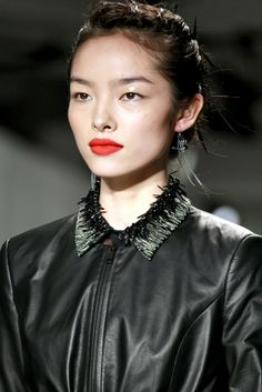 Jason Wu Collection Spring 2012 Ready-to-Wear Fashion Show Glossy Eyes, Glossy Makeup, Beauty Makeup, Hair Makeup, Hair Beauty, Fei Fei Sun, Hello Gorgeous, Beautiful, Asian Makeup