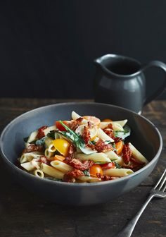 Here's a yummy pasta recipe that is easy to make on week nights. I used the Catelli Smart pasta because they are high in fiber but you could never tell by the taste of them. Yummy Pasta Recipes, Diet Recipes, Healthy Recipes, Cholesterol Lowering Foods, Cholesterol Symptoms, Cholesterol Levels, Confort Food, Penne, Vegetable Recipes