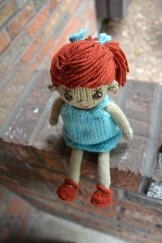 i love her. when i learn how to knit, i will make her and her farm friends!