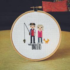 Ehi, ho trovato questa fantastica inserzione di Etsy su https://www.etsy.com/it/listing/209101551/custom-cross-stitch-ritratto-di-famiglia
