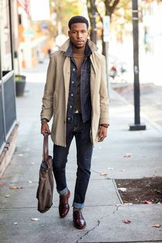 How to Wear a Navy Denim Jacket For Men looks & outfits) Trench Coat Beige, Beige Trenchcoat, Trench Coats, Burberry Trench, Sharp Dressed Man, Well Dressed Men, Fashion Mode, Mens Fashion, Street Fashion