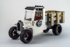 LEGO old truck. Love those wheels Lego Cars, Lego Truck, Lego Auto, Lego Design, Lego Technic, Technique Lego, All Lego, Lego Military, Cool Lego Creations