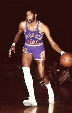 connie hawkins ... Pro Basketball, Basketball Pictures, Basketball Legends, Basketball Players, Nba Stars, Sports Stars, Sports Images, Sports Photos, Nfl 49ers