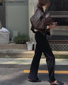 Mode Outfits, Trendy Outfits, Fashion Outfits, Womens Fashion, Girl Outfits, Style Parisienne, Mode Ootd, Mode Simple, Mode Streetwear