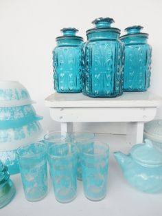 I would love love love to have these pretty things in my future kitchen.