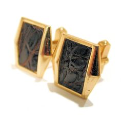 This is a handsome pair of vintage cufflinks by Anson shaped like a flared rectangle with an alligator skin insert. The cufflinks are in excellent