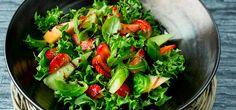 Salat med jordbær og melon | Frisk oppskrift på Lises blogg Dinner Side Dishes, Dinner Sides, Veggie Recipes, Healthy Recipes, Healthy Food, Low Fodmap, Seaweed Salad, Caprese Salad, Mozzarella