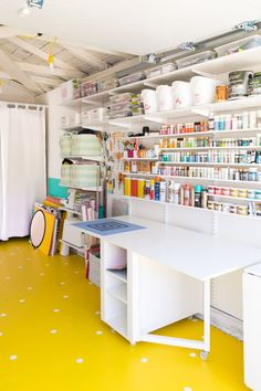 Rustic basement DIY Garage Organisation Ideen How far should you bury your roc in the ground? Garage Art Studio, Home Studio, Studio Art, Paint Studio, Basement Studio, Bead Studio, Studio Spaces, Studio Room, Home Office Design