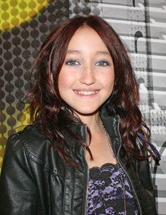 Noah Cyrus, het 7-jaar jongere zusje van Miley Cyrus, heeft een platencontract…