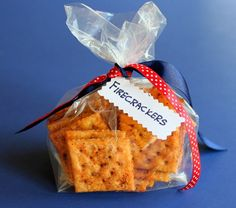 Firecrackers Apparently saltines are needed for this recipe, and my original pin (with ritz) is too greasy. Yummy Snacks, Yummy Treats, Sweet Treats, Yummy Food, Delicious Recipes, Finger Food Appetizers, Appetizer Recipes, Snack Recipes, Finger Foods