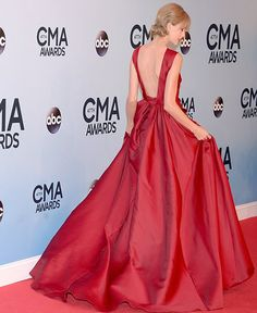Taylor Swift Entrance Huge Scarlet Gown At The Cma Awards #celebritystyle #celebrityfashion