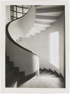 Фотография спиральной лестнице в Робера Малле-Стивенса дом, Париж, 1927 Тереза Бонни.